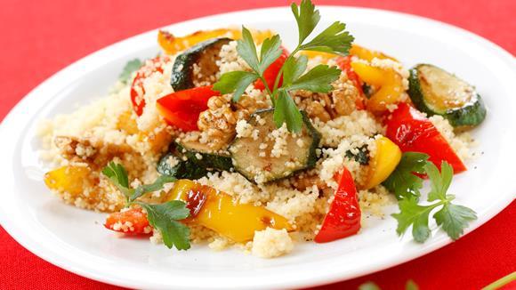 Gemüse-Couscous mit Nüssen und Petersilie Rezept