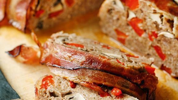 Festtagsbraten aus Faschiertem, Paprika, Champignons mit Gemüsereis Rezept