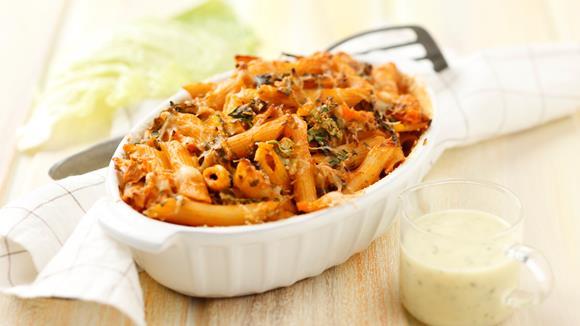 Pastaauflauf mit Gemüse und Knoblauchsauce