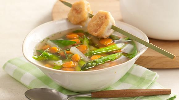 Frühlings-Eintopf mit Gemüse und Hühnerspießen Rezept