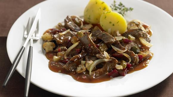 Rinderfilet Stroganoff mit Champignons und roter Beete Rezept