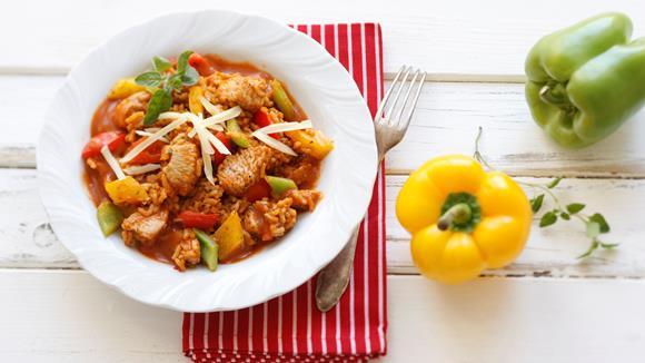 Pikantes Puten-Reisfleisch mit Paprika und Kräutern