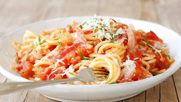 Pasta Amatriciana mit Pancetta Rezept