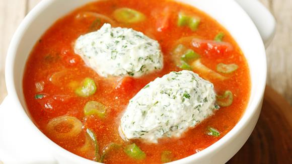 Tomatensuppe mit Parmesan-Nockerln Rezept