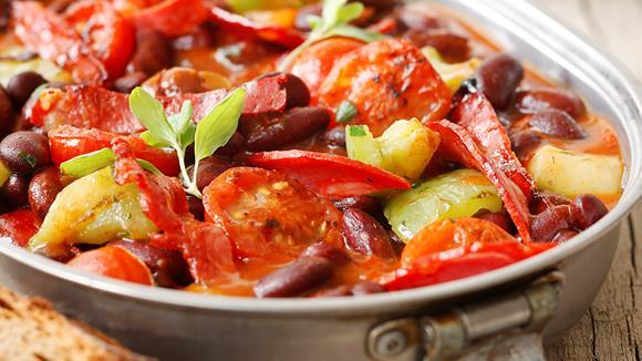 Würziger Bohneneintopf mit Paprika und Chorizo Rezept