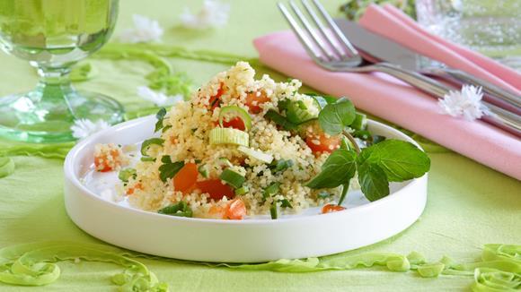 Couscous-Salat mit Tomaten und Frühlingszwiebeln Rezept