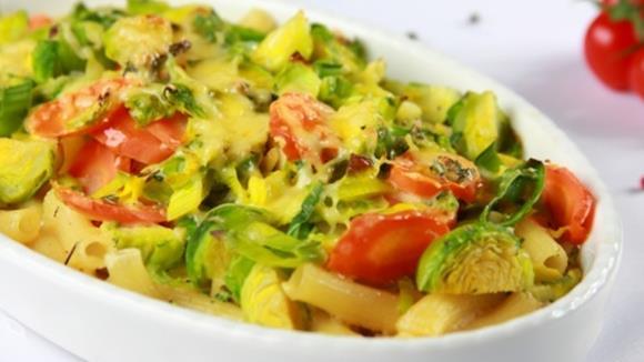 Makkaroni-Auflauf mit Karotten und Kohlsprossen Rezept