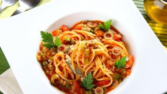 Spaghetti Puttanesca mit Sardellen und Kapern Rezept