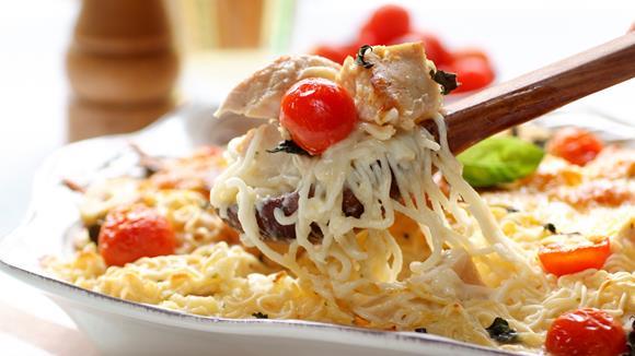 Spaghetti mit Cocktailtomaten, Putenstreifen und Basilikum Rezept