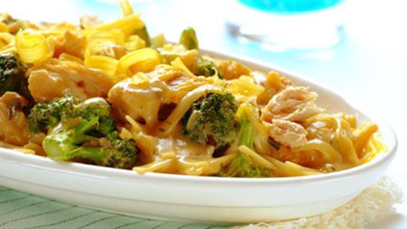 Makkaroniauflauf mit Brokkoli und Hühnerfilet Rezept