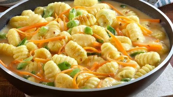 Gnocchi in Gemüse-Eierschwammerlsauce