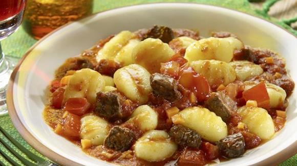 Gnocchi mit feuriger Rindfleischsauce Rezept