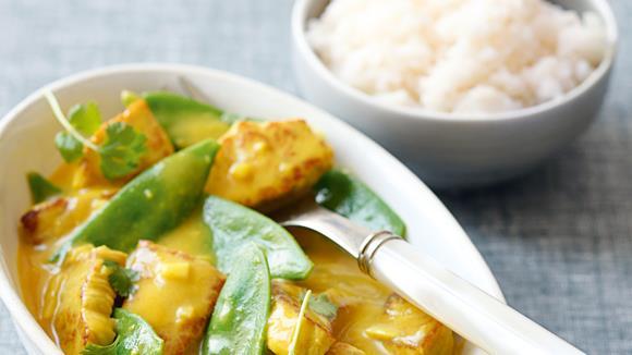 Schweinefleisch Curry mit Erbsenschoten Rezept