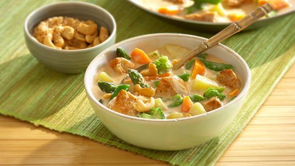 Buntes Spargel-Curry mit Karotten, Kartoffeln und Hühnchen