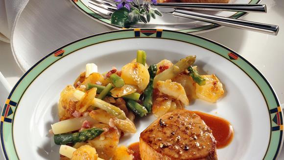 Pfeffer-Kalbssteaks mit Spargel-Kartoffeln Rezept