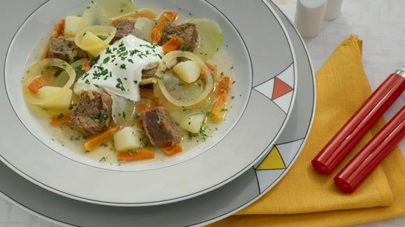 Klarer Kohlrabi-Rindfleisch-Eintopf mit Karotten und Kartoffeln Rezept