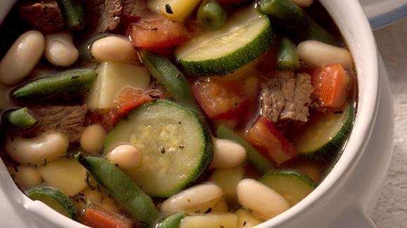 Bohnen-Fleisch-Eintopf mit Zucchini, Fisolen und Tomaten Rezept