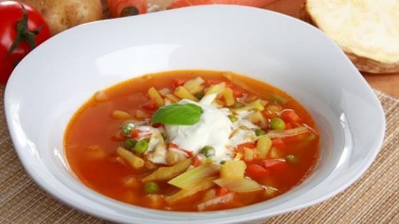 Gemüsesuppe mit Erbsen und Fisolen