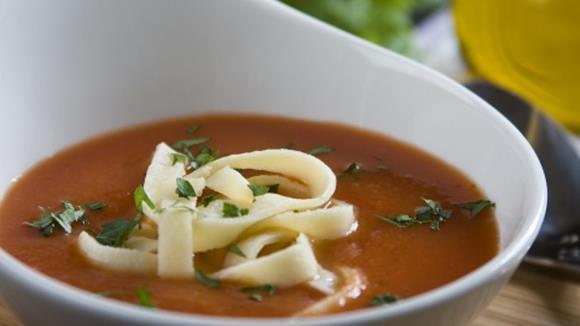 Tomaten-Karottensuppe mit Nudeln Rezept