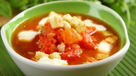 Tomatensuppe mit Speck, Sellerie und Karotten Rezept