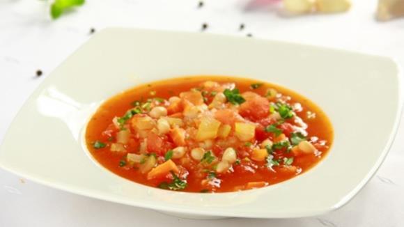 Tomatensuppe mit Bohnen und Speck Rezept