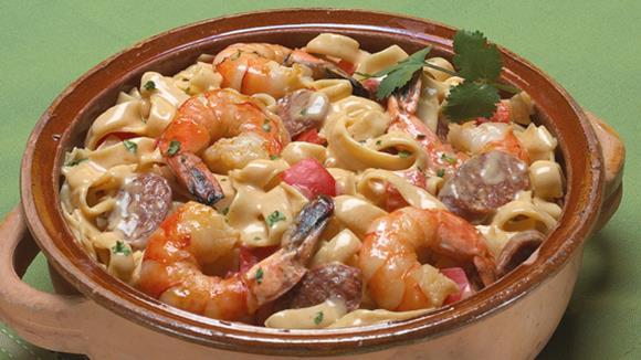 Paella mit Tagliatelle, Huhn und Shrimps Rezept