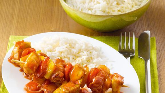 Hühnerspieß mit Paprika-Zwiebelsauce