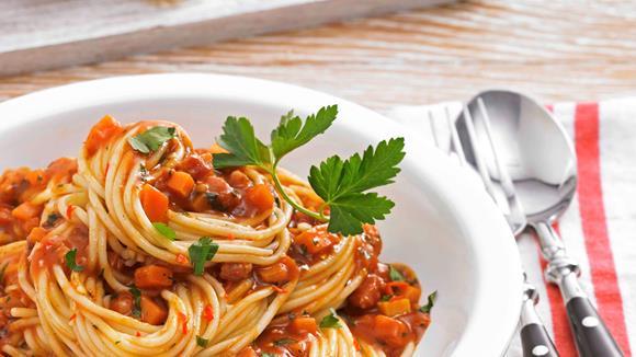 Pasta asciutta al Diavolo mit Speck, Karotten und Chili Rezept
