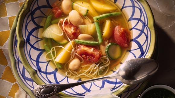 Zucchini-Kartoffel-Fisolen-Suppe mit weißen Bohnen und Pistou Rezept