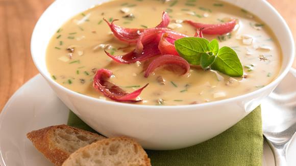 Eierschwammerl Suppe mit Karamellzwiebeln Rezept
