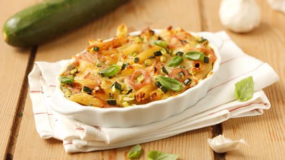 Knoblauch-Nudelauflauf mit Zucchini und Schinken Rezept