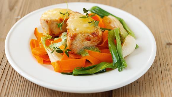 Überbackene Putenmedaillons mit Gemüse Rezept
