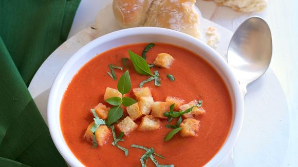 Tomatensuppe mit Basilikum-Knoblauch-Croûtons Rezept