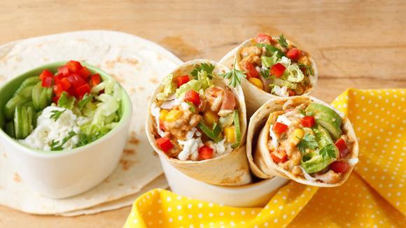 Kunterbunter Kinder-Wrap mit Mais, Paprika und Schinken