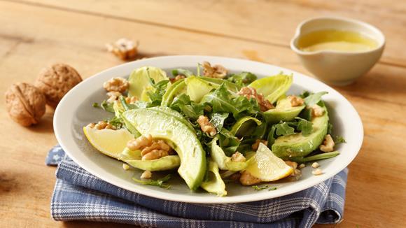Avocado-Rucolasalat mit Nüssen Rezept
