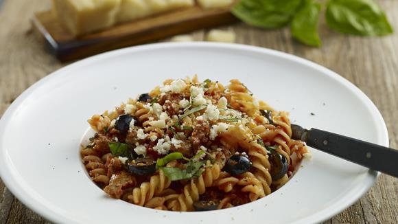 Bolognese-Sauce mit Oliven, Wurst und Tomaten Rezept