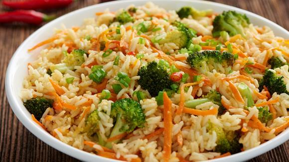 Würzige Reispfanne mit Broccoli und Karotten Rezept