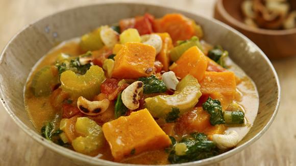 Gemüseeintopf mit Süßkartoffeln und Erdnüssen Rezept