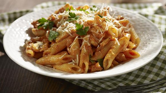 Penne mit Huhn-Champignon-Bolognese