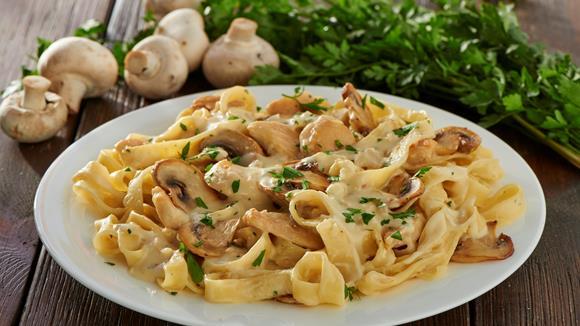 Pasta Carbonara mit Huhn und Pilzen Rezept
