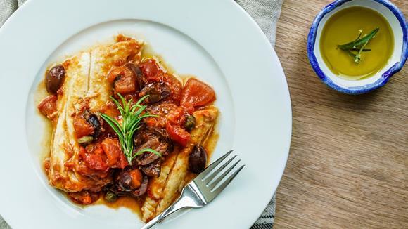 Gratinierte Fischfilets mit Tomaten, Oliven und Kapern Rezept