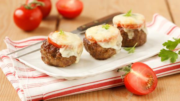 Faschierte Laibchen mit Käse und Tomaten überbacken mit Kartoffelpüree