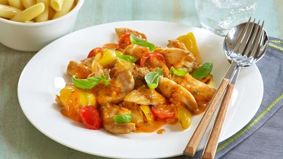 Hühnergeschnetzeltes mit Lauch, Tomaten und Semmelknödeln
