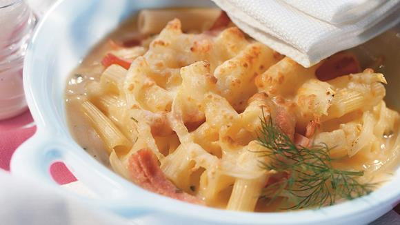 Makkaroni mit Schinken-Kräuter-Sauce überbacken