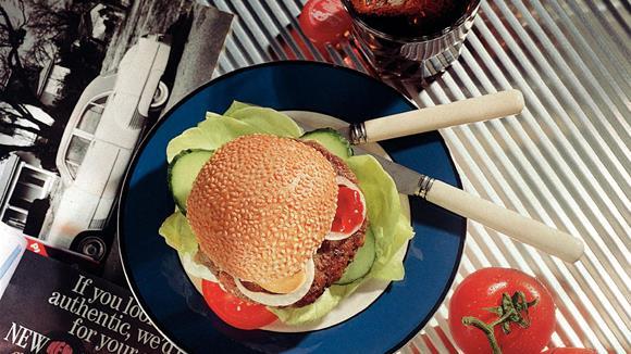 Hamburger mit Tomaten und Gurken