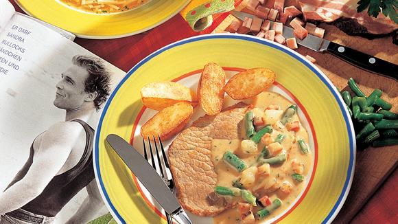 Feinschmecker-Schnitzel mit Bacon, Perlzwiebeln und Fisolen
