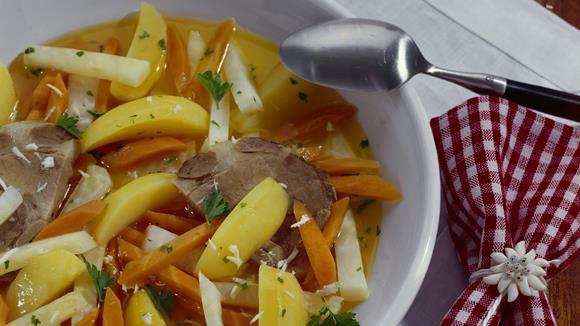 Steirisches Schweinsfilet mit Wurzelgemüse und Kartoffeln