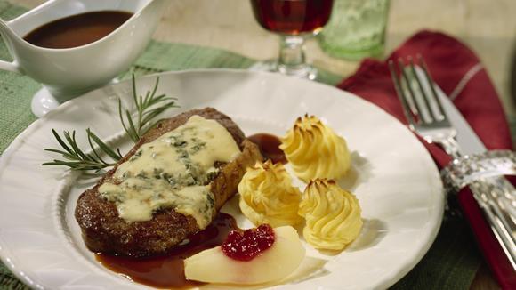 Steaks vom Kalb mit Käse und Kräutern überbacken Rezept