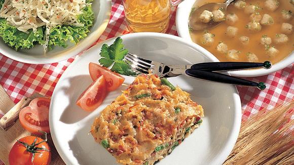Überbackene Knoblauchwurst-Gemüsefleckerln