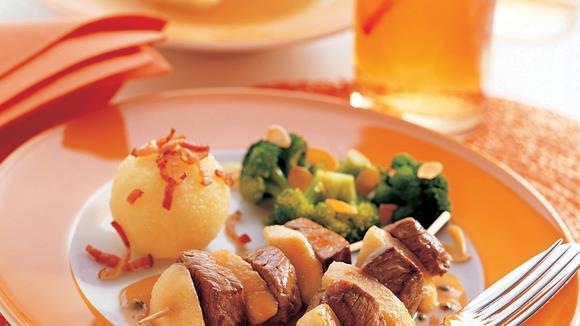 Rindfleischspießchen mit Birnen und Weinbrand
